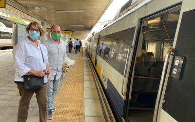 La diputada del Partido Verde Inés Sabanés insta en Santander a poner el ferrocarril en el centro de las políticas de movilidad.