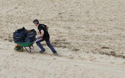 erradicación de la uña de gato en la playa de Marzán